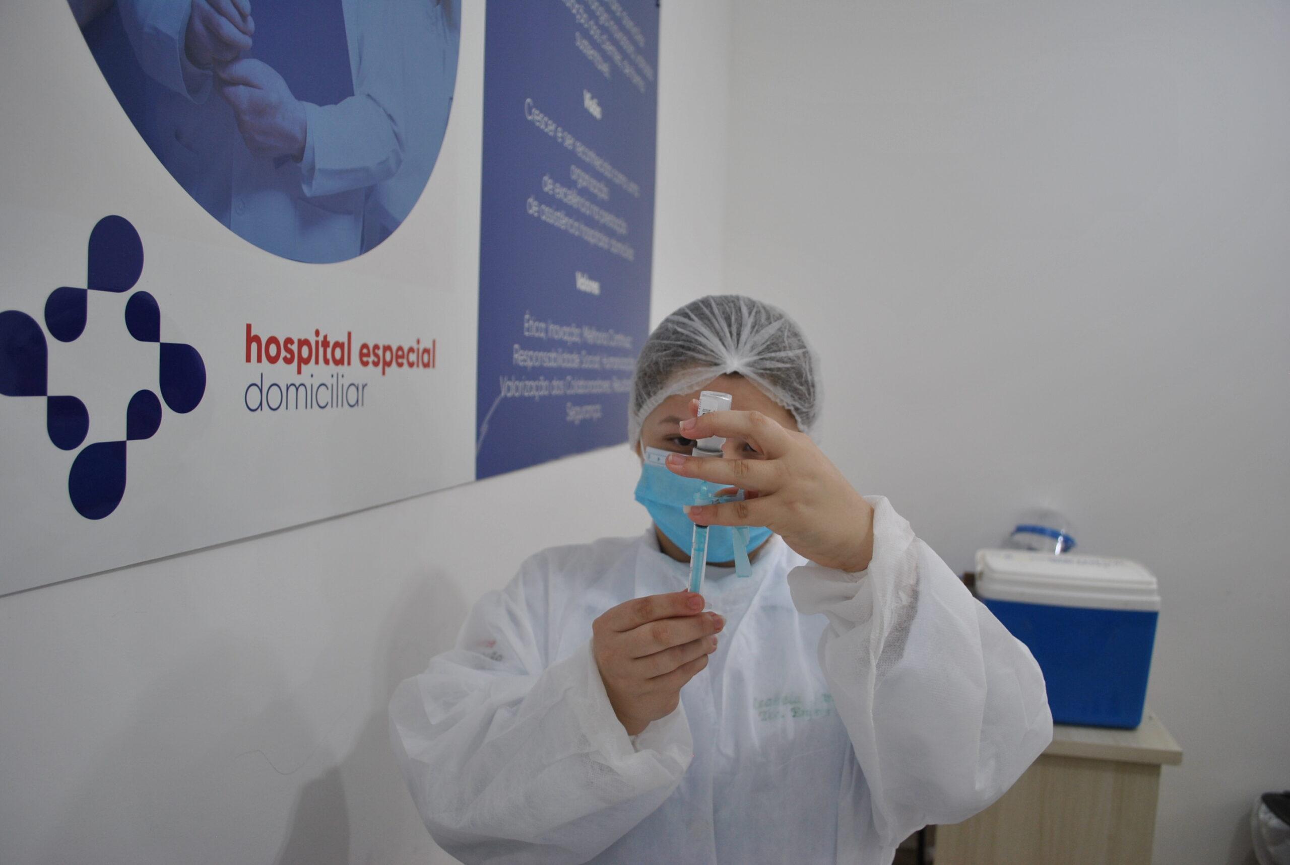 Hospital Especial inicia vacinação contra o coronavírus